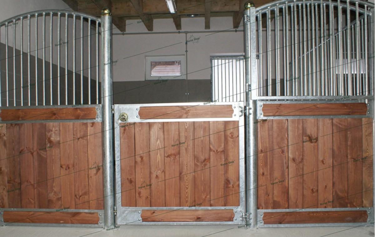 fa ade l 39 ancienne sur mesure horse stop. Black Bedroom Furniture Sets. Home Design Ideas