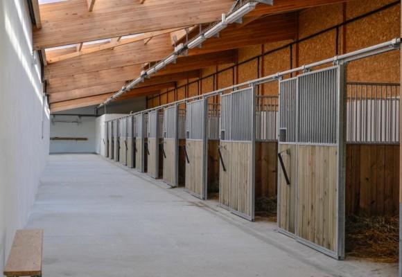 Domaine de Fraisse, une écurie équipée par Horse Stop