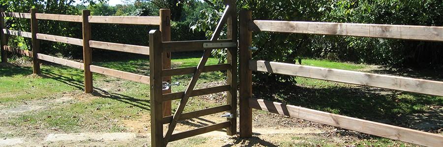 cloture chevaux en bois modele Elégance