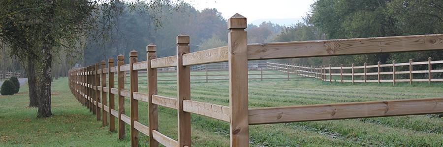 cloture pour chevaux en bois modele Majesté 3 lices