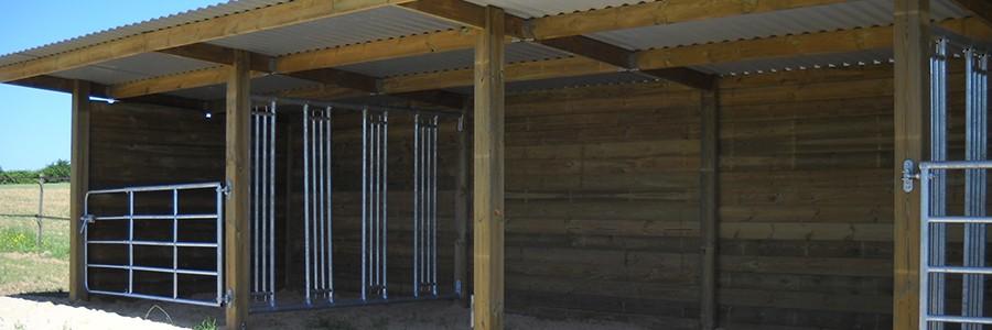 abri chevaux en bois modele libre-service