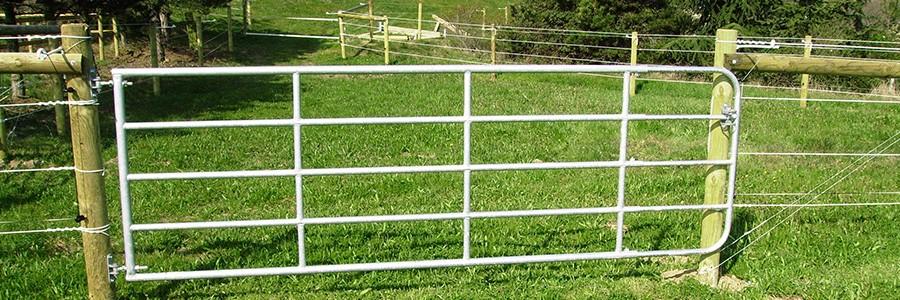 barri re chevaux par horse stop barriere et portail pour chevaux. Black Bedroom Furniture Sets. Home Design Ideas