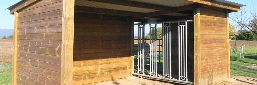 Abri libre-service en bois pour chevaux