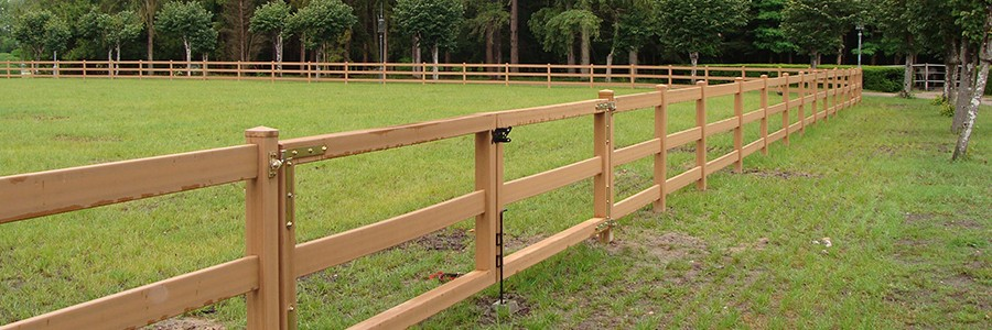 cloture chevaux en PVC effet bois
