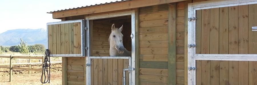 Box En Bois Boxe Pour Chevaux En Bois Horse Stop - Porte box chevaux