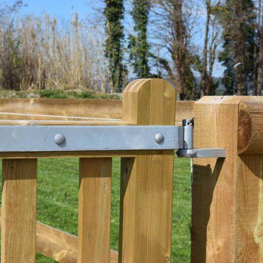 Ferronnerie portail bois